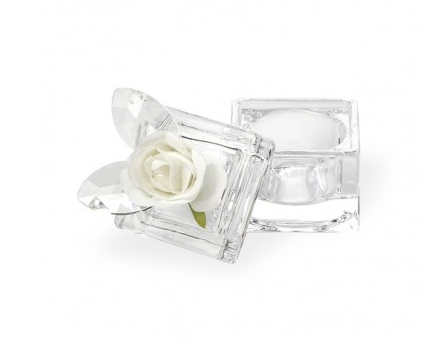 glass-cube-with-white-rose
