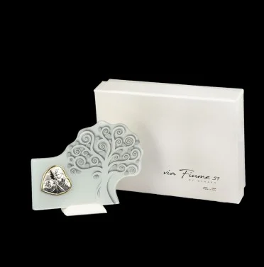 tree-of-life-supporting-angel-with-heart-and-box-application